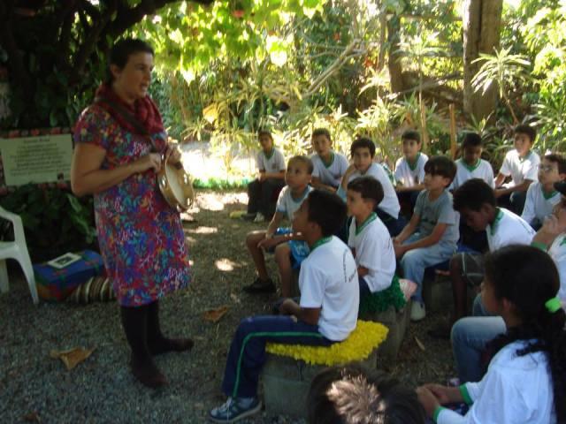 No dia 14 de maio uma turma da E.M. Stella Moraes (Vargem Grande) foi recebida no Museu para visita guiada e posteriormente houve contação de histórias com a arte educadora Bianca Aquino, em mais um evento patrocinado pelo SESC.