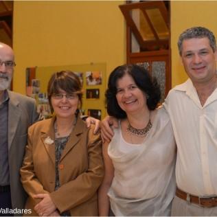 As autoras e seus respectivos esposos.