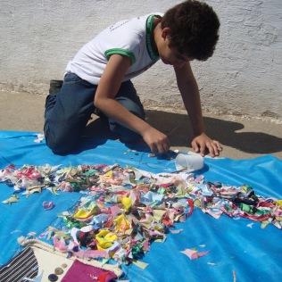 4º e 5º anos desenharam e customizaram silhuetas para representar a identidade de cada pessoa.